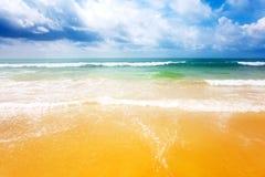 Na praia tropical imagens de stock