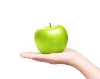 Na ręce odizolowywającej zielony jabłko Fotografia Royalty Free