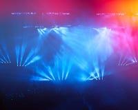 Na rockowym koncercie. Lekki przedstawienie. Obrazy Royalty Free