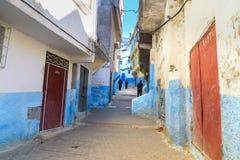 Na rua em medina Moulay Idriss Zerhoun, Marrocos fotos de stock