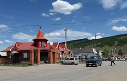Na Sana «ulica w gromadzkim centrum Ulagan Altai republika fotografia stock