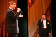 Na scena piosenkarza Edward wzgórzu (Mr Trololo i artysta Nikolay Y) artysty estradowego - wybitny i popularny Pozdeev Zdjęcie Stock