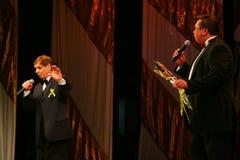 Na scena piosenkarza Edward wzgórzu (Mr Trololo i artysta Nikolay Y) artysty estradowego - wybitny i popularny Pozdeev Obraz Stock