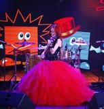 Na scenie ekspresyjna miedzianowłosa skrzypaczka Maria Bessonova Zdjęcia Royalty Free