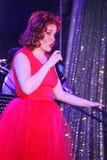 Na scenie muzyk skały grupy Spearmint Anna Malysheva i piosenkarzie, Rewolucjonistka przewodzący jazz skały dziewczyny śpiew Zdjęcia Stock