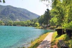 Na Soci do lago no máximo, Eslovênia Fotografia de Stock Royalty Free