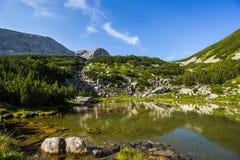 Na sposobie wierzchołek jezioro chłód zdjęcia stock