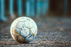 na starej piłki nożnej Obrazy Royalty Free