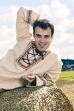 Na stercie szczęśliwi uśmiechnięci mężczyzna Zdjęcia Stock