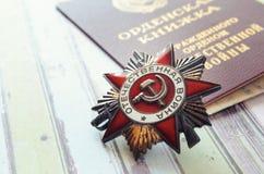 Na stołowej nagrody medalu i wojny Patriotycznej książce Fotografia Royalty Free