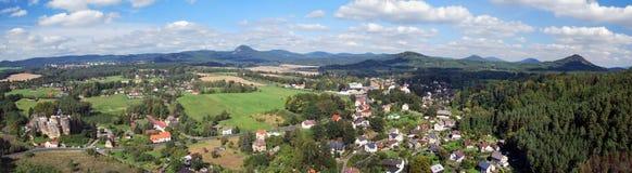 从Na Strazi视图塔的看法在Sloup v Cechach上在北部波希米亚 图库摄影
