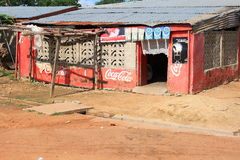 Na suchym Afrykańskim Sahel koka-koli oaza obrazy royalty free
