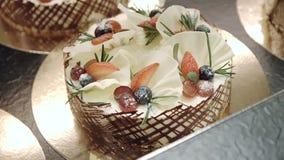Na talerzu cukierki tort zbiory