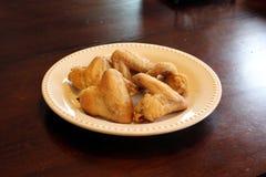 Na talerzu kurczaków skrzydła Obraz Stock