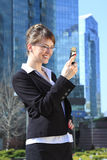 Na Telefon Komórkowy biznesowa Kobieta Fotografia Royalty Free