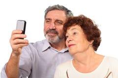 Na telefon komórkowy pary starsza fotografia Zdjęcie Stock