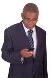 Na telefonie afrykański biznesmen Zdjęcia Stock