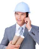 Na telefonie atrakcyjny męski architekt Zdjęcie Stock