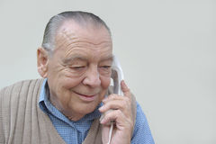 Na telefonie starszy biznesmen Zdjęcia Stock