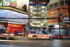 Na ulicie ciężarowi furgonetka parki Zdjęcia Royalty Free