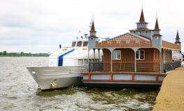 Na Volga rzece lądowanie nowa drewniana scena Obraz Stock