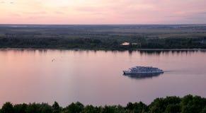Na Volga Rzece rzeczny łódkowaty rejs Zdjęcie Stock