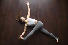 na widok Supta padangustasana joga poza Fotografia Royalty Free