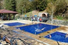 Na wolnym powietrzu siarczanej wody pływaccy baseny w Borjomi Gruzja Obraz Royalty Free