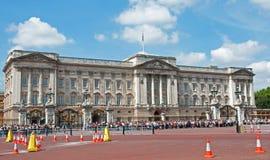 na zewnątrz pałac buckingham tłumy fotografia stock
