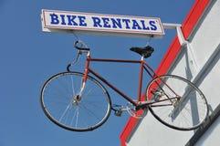 na zewnątrz wynajem znaka rowerów rowerowi hanges fotografia royalty free