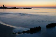 Na zonsondergang, vuurtoren. royalty-vrije stock afbeelding