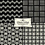 Naadloos Abstract etnisch vectorpatroon op zwart-wit achtergrond Royalty-vrije Stock Afbeeldingen