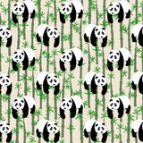 Naadloos abstract patroon met hand-drawn leuke panda's Stock Foto