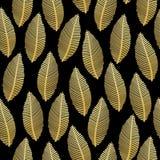 Naadloos bladpatroon met gouden folietextuur op zwarte Stock Afbeeldingen