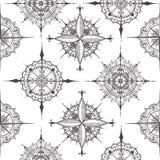 Naadloos die patroon met kompassen met bloemenelementen worden getrokken Royalty-vrije Stock Foto