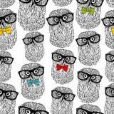 Naadloos die patroon van uilen in hipsterstijl op witte achtergrond wordt geïsoleerd Eindeloos behang in vector Stock Foto's