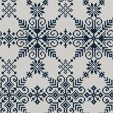 Naadloos gebreid patroon met blauwe sneeuwvlokken op een witte backgro Royalty-vrije Stock Afbeelding