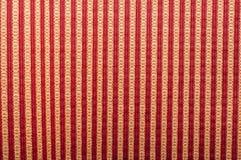 Naadloos gestreept patroon van rood en wit op strepen op zwarte achtergrond stock foto