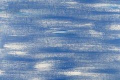 Naadloos gewaagd patroon met dikke penseelstreken en dunne die strepenhand in blauwe en witte kleuren worden geschilderd Dynamisc Stock Foto