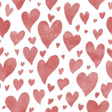 Naadloos hand getrokken hartenpatroon in rood waterverfeffect Stock Afbeelding
