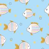 Naadloos kinderachtig patroon met krabbel gestreepte vissen royalty-vrije illustratie