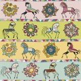 Naadloos met paard, bloem, en driehoekspatroon Stock Afbeeldingen