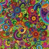 Naadloos patroon als achtergrond met komkommers en bloemen Stock Foto's
