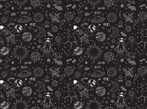 Naadloos patroon Kosmische geplaatste voorwerpen Hand getrokken vectorkrabbels Raketten, planeten, constellaties, ufo, sterren, e royalty-vrije illustratie
