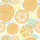 Naadloos patroon met abstract oranje fruit, citroen, groene cirkels en punten De zomermotief voor kaart, textiel, banners Stock Afbeelding
