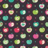 Naadloos patroon met appelen en harten Stock Afbeeldingen