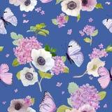 Naadloos Patroon met Bloeiende Hydrangea hortensiabloemen en Vliegende Vlinders in Waterverfstijl Achtergrond voor Stof Stock Foto