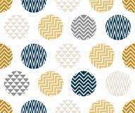 Naadloos patroon met cirkel van zigzaglijnen, gouden, blauwe en zwarte kleur op witte achtergrond Stock Foto's