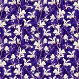 Naadloos patroon met de bloesem van de magnoliaboom Purpere bloemenachtergrond met tak en witte magnoliabloem De lente stock foto's