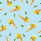 Naadloos patroon met een beeld van een hoorn voor roomijs, citroen en munt royalty-vrije stock foto's
